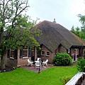 蘆葦混灰泥搭建屋頂特色