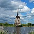 小孩堤防風車與運河