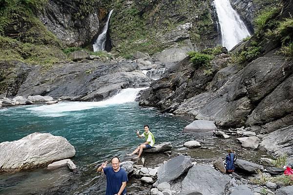 第二層水潭與瀑布一景