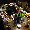 銅板烤肉,那兩罐是朝鮮啤酒