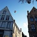 布魯日上空有熱氣球