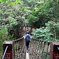 橫越苦苓溪吊橋