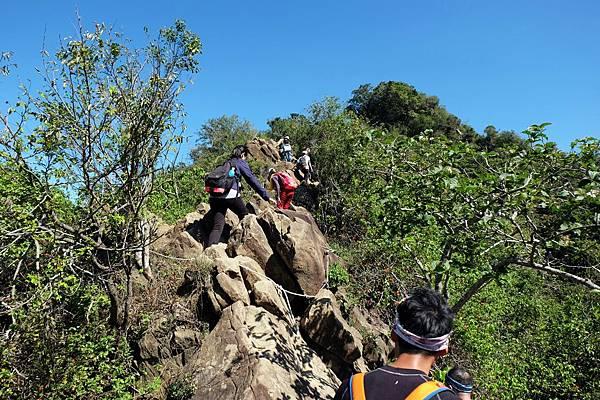 旗靈縱走進入稜線攀岩