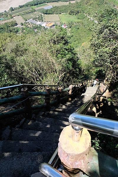 由旗尾山第三登山口上來的階梯步道