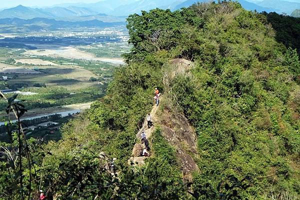 挑戰級路段,攀岩加陡上