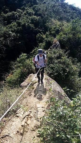 拉繩攀岩往上爬