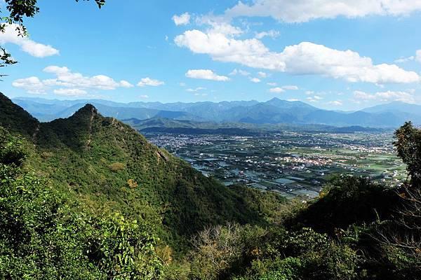 眺望金字面山與龍肚平原