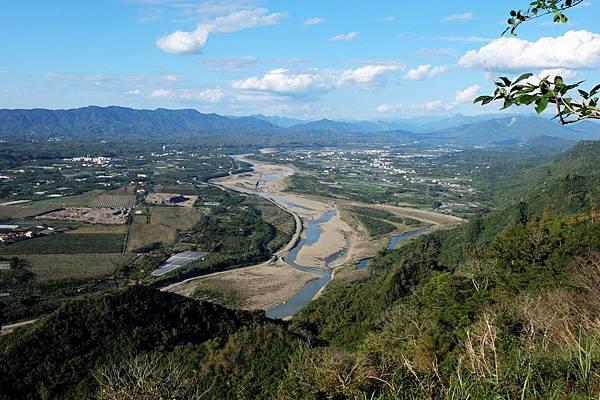 眺望楠梓仙溪河谷蜿蜒