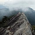 瘦岩山稜尖聳