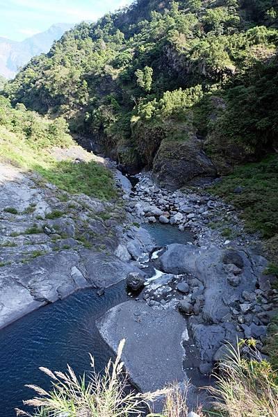 眺望太古拉筏瀑布下方河谷