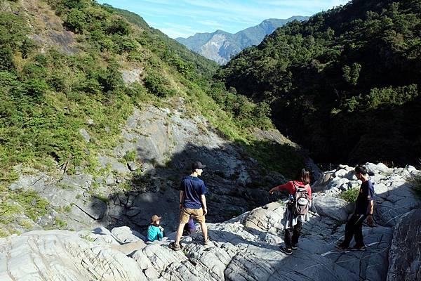 登太古拉筏瀑布上方懸崖