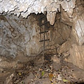克難洞入口處繩梯