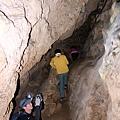 進入克難洞「斜壁溶坡」