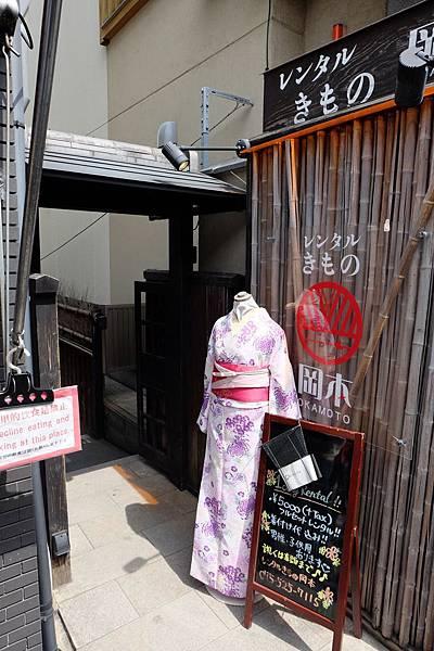 岡本和服清水坂店入口