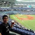 邊喝啤酒邊看棒球樂逍遙