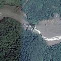 枋山溪谷中的兩條平行線