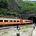 火車駛入中央隧道