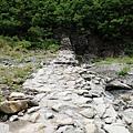 攔沙壩橫亙乾涸河床
