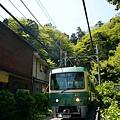 江之島電鐵列車出隧道