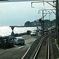 江之島電車過七里濱海岸