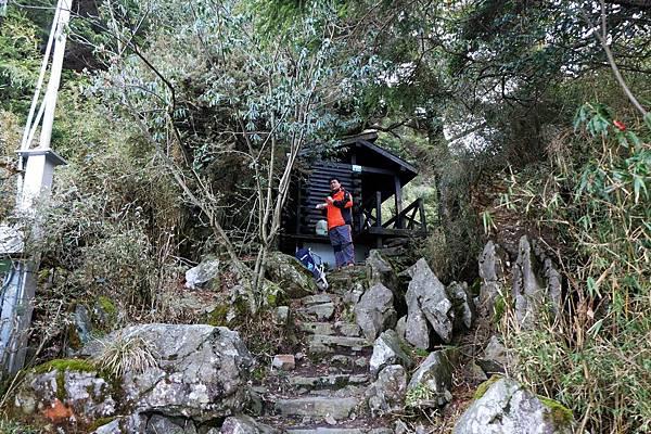 玉山登山步道上的第二間生態廁所