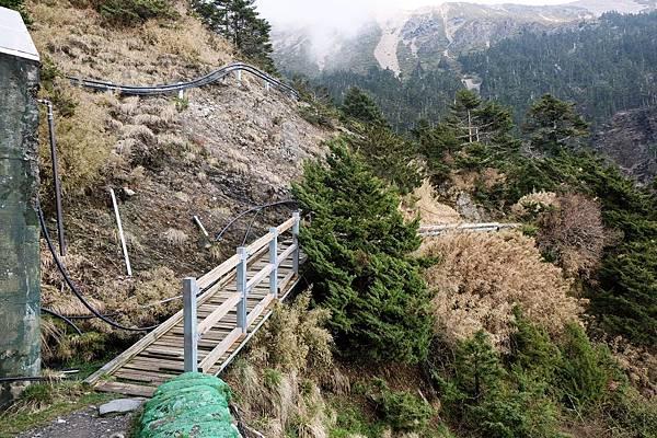 排雲山屋後方登頂玉山主峰入口