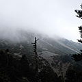 玉山頂上雲霧繚繞