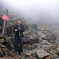 進入雲霧濃烈瀰漫的碎石爬坡
