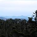 山神廟往西眺望鹿林山天文台
