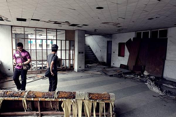地板異常清潔的大廳
