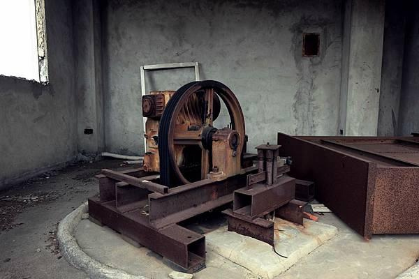 電梯井頂端的動力設備