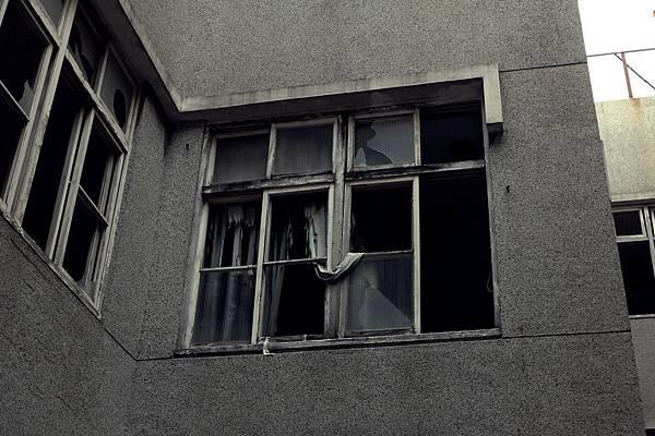 廢墟破碎窗戶