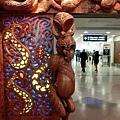 入境迎賓侍者-吐舌毛利人像