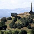 遠方的獨樹山紀念碑