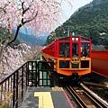 嵐山小火車進站