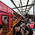 龜岡車站月台上車