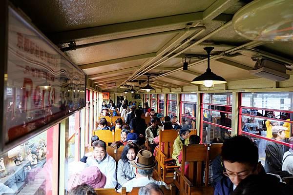 嵐山小火車封閉式車廂