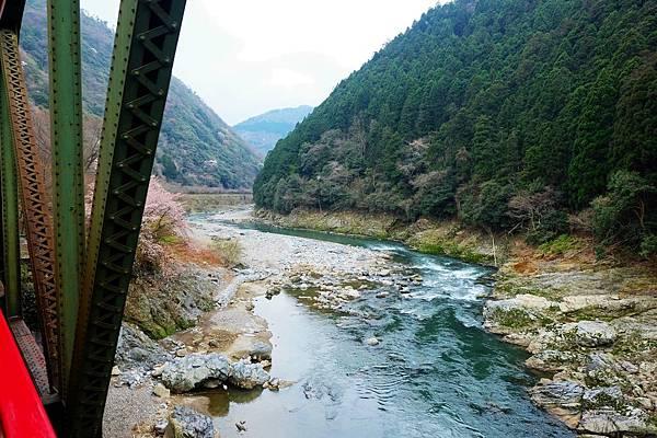 跨越保津川峽谷