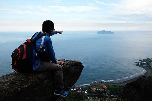 登臨鷹石岩直指龜山島