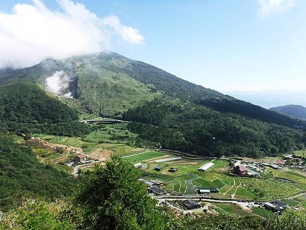 竹子湖梯田、七星山山巒展望風景