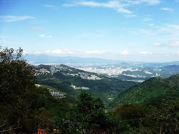 獅頭山登山口觀景台風景