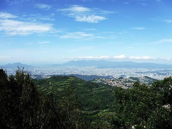 獅仔頭山最高點眺望台北盆地