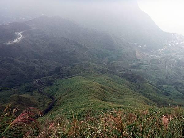 山坡上可見廢煙道蜿蜒