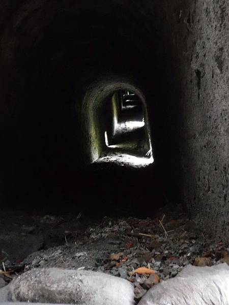 廢煙道內部貫通直上