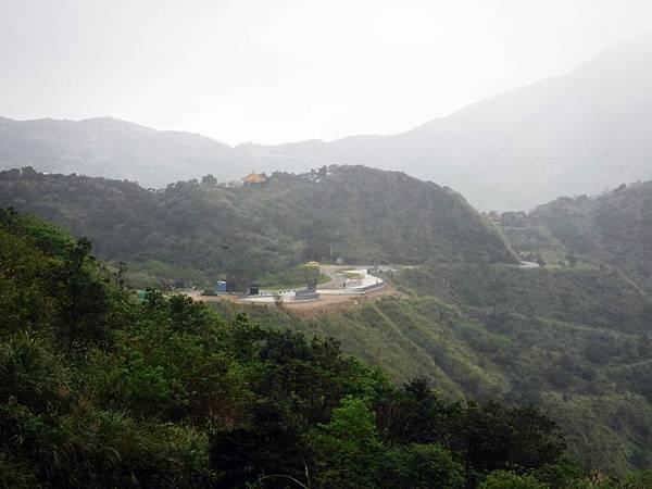 眺望茶壺山登山步道入口廣場