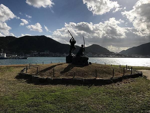 決鬥雕像矗立眼前