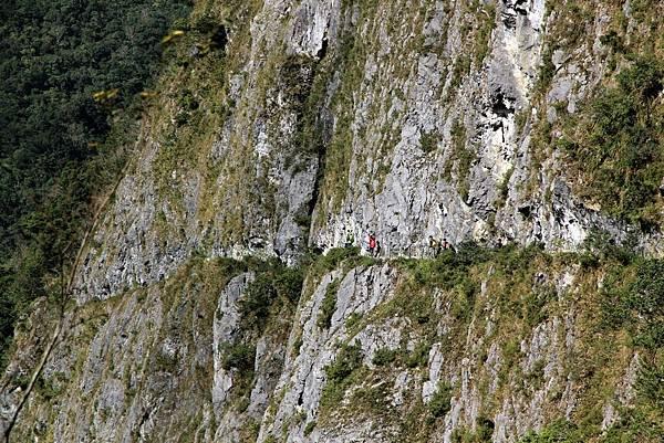 錐麓大斷崖上的步道