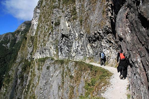峭壁上的狹窄步道