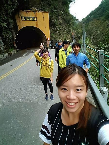 文山溫泉步道入口位於中橫「泰山隧道」南口