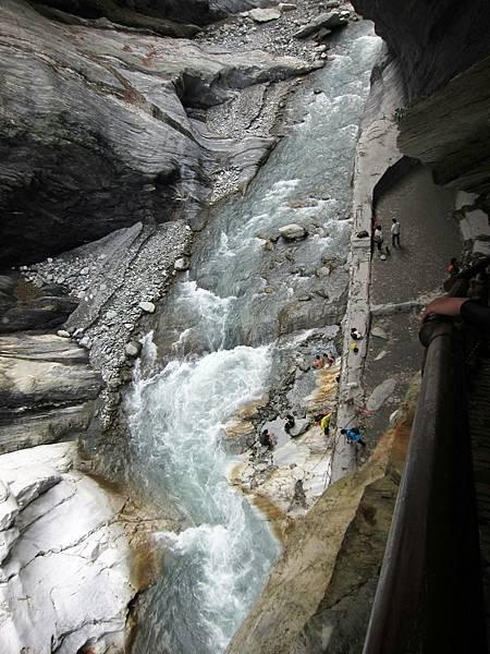 石階上看文山溫泉